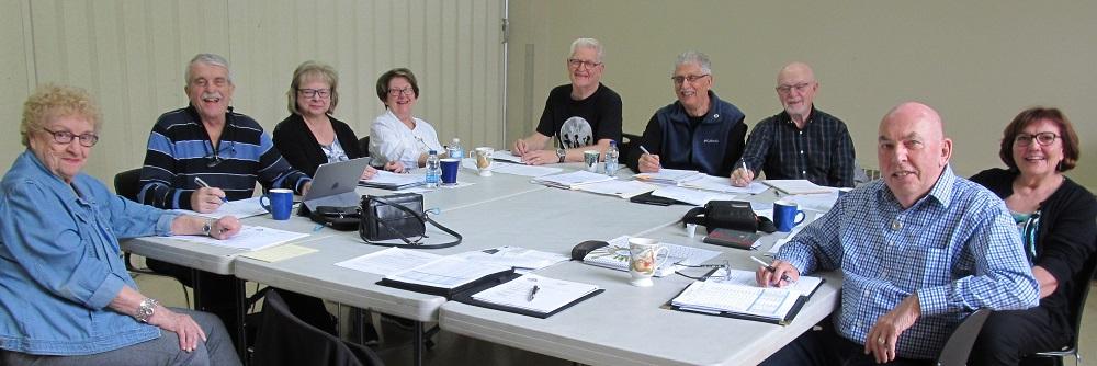 De gauche à droite : Louise DesRochers, Yves Carrières, Diane Foisy, Denise Blouin, Bernard Rondeau, Maurice Boisclair, Jean-Pierre Archambault, Odette Lebert et Louis Bastien